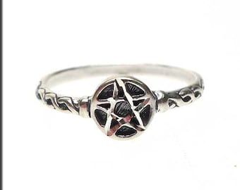 Sterling Silver Pentacle Ring, Small Size 3 Pentagram Ring, Pagan Ring, Pagan Jewelry, Wiccan Ring, Wiccan Jewelry - SPC021