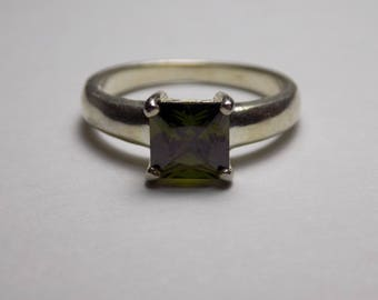 Beautiful sterling silver olive green cz ring size 8