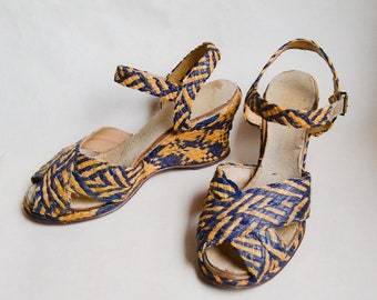 1940s Natural & navy blue straw wedge shoes / 40s peep toe ankle strap woven heel wedges sandals - sz uk 3.5 4