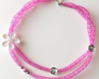 Tubular mesh necklace pink and white flower