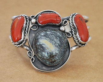 VINTAGE FIND sterling silver navajo native American jewelry bangle bracelet with large spiderweb blue turquoise stone and red coral