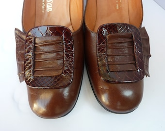 1960's Shoes Mod Mod Pumps with Buckle 60's Brown Leather Chunky Heel Shoes Made in Italy Size 7N