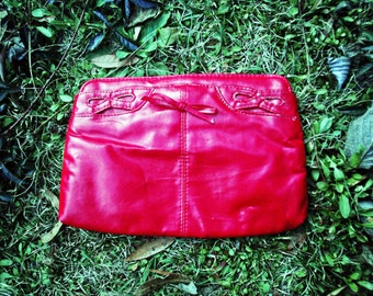VTG- Cute Early 1980s, Vintage, Bright Red, Clutch in Vegan leather, Lipstick Red Eighties Small/Medium with Bow detailing and strap hooks