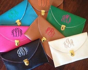 Monogram scalloped clutch purse, scalloped clutch, clutch purse, monogrammed purse, monogrammed clutch, scalloped monogram purse