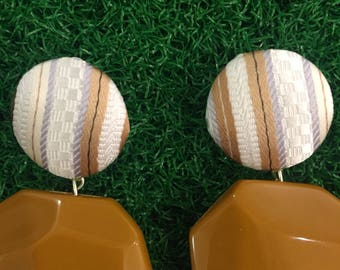 Earrings with a striped cloth cabochon beige biscuit and with a geometrical drop of resin biscuit color.
