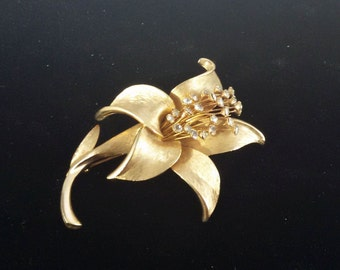 Rhinestone & Goldtone flower brooch