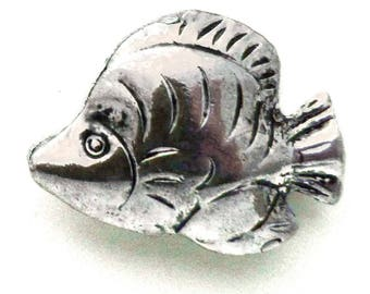 4 charm small fish silver 25 x 32 mm 3D embossed double-sided