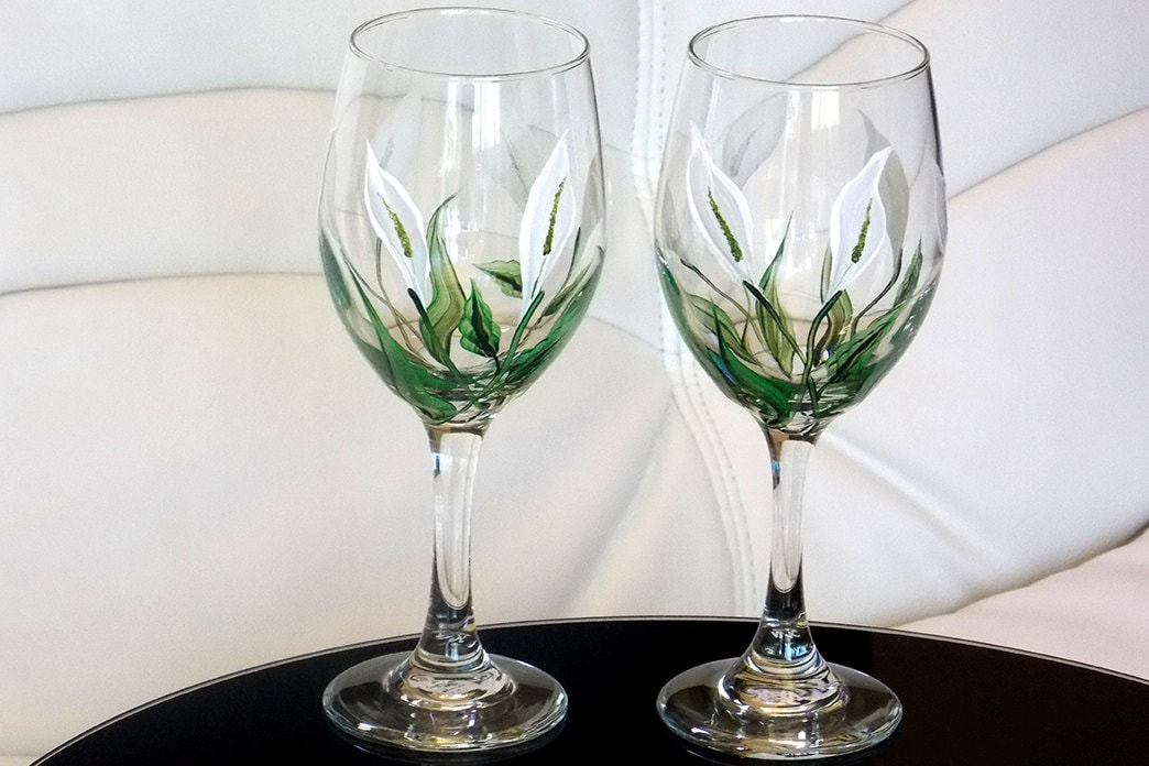 Hand painted wine glass calla lily white flowers hand painted Images of painted wine glasses