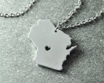 Free shipping - I heart Wisconsin Necklace - Wisconsin Pendant - State Necklace - State Charm - Map necklace - Map Jewelry