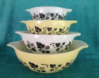 Pyrex Glass Yellow Gooseberry Cinderella Mixing Bowl Set Complete 4 Piece