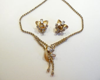 Beautiful Vintage Rhinestone Necklace & Matching Clip Earrings