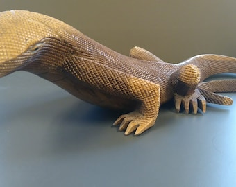 Vintage wooden LIZARD hand carved reptile looks real mid century modern carving