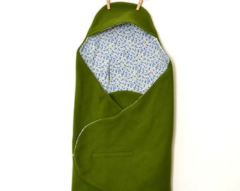 Mobile cover, green fleece baby blanket and small flowers
