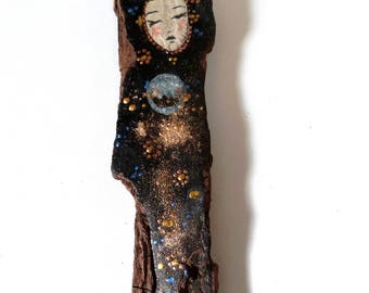 Driftwood statuette, woman in black and gold on a poetic way