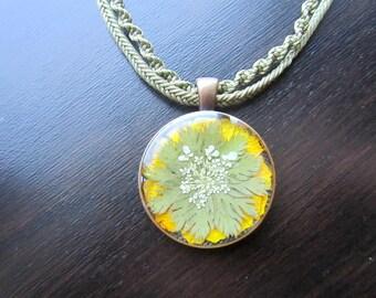 Real flower mandala Flower pendant necklace Pressed flower necklace Nature necklace Mandala necklace Green necklace Pressed flower jewelry