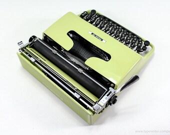 QWERTY - Typewriter Olivetti Pluma 22 - working portable typewriter - Green typewriter - Olivetti Lettera 22 working typewriter - gift