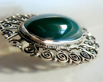 Sterling Silver Oval Green Onyx Brooch / Vintage Mexico