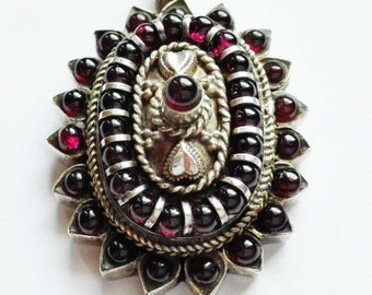 Vintage Silver Pendant 925-decorated with cabochon garnets