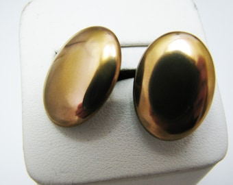 c260 Handsome Vintage Cuff links in Gold Tone Finish