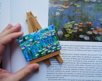 Gift for nature lovers and flowers, miniature Monet water lilies with table stand