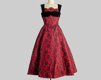 1950s Red and Black Lace Party Dress | Small (33B/26W)