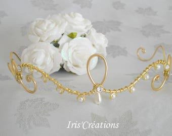 Shake head wedding gold and white pearls renaissance