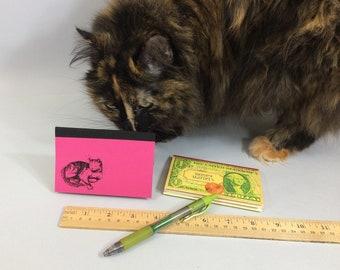 Carnet Livre de poche avec choix de couvertures. Planificateur de budget hebdomadaire, dépenses tracker. Livre mini livre qui tient dans votre poche ou votre sac à main.