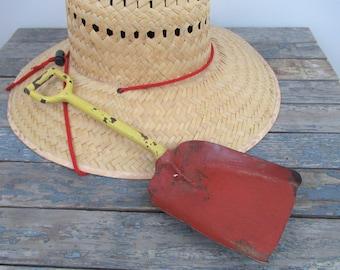 Vintage Shovel, Old Toy Shovel, Vintage Metal Shovel, Cottage Beach Decor, Vintage Beach Toy, Gift For Gardeners