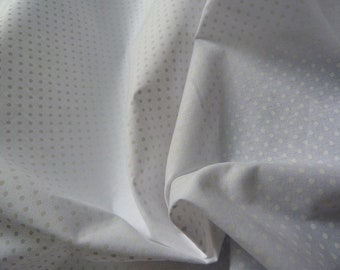 White polka dot cotton white in 150 cm
