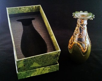 Vase with green and gold. Vase green and gold