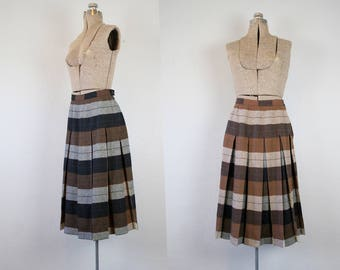 1950's Black and Brown Turnabout Plaid Skirt / Size Small