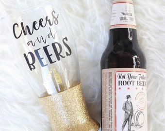 Cheers and Beers Glitter Beer Glass / Beer Lovers Gift / Pilsner Glass / Glitter Beer Mug / Cheers Glass / Gifts for Her / Girls Weekend