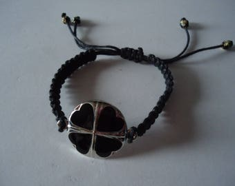Adjustable Tibetan bracelet with a black clover