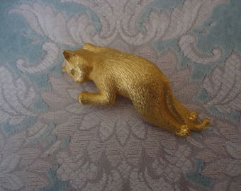 Vintage Gold Tone Sleeping Kitty Shoulder Brooch