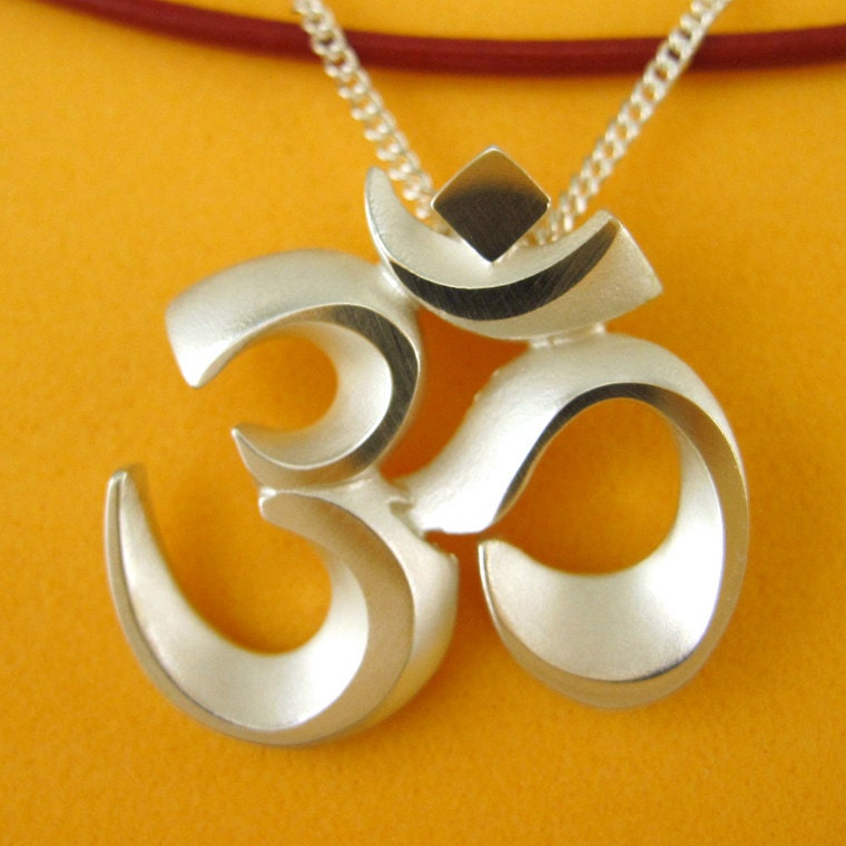 Silver om aum necklace faceted aum pendant with chain om zoom aloadofball Images