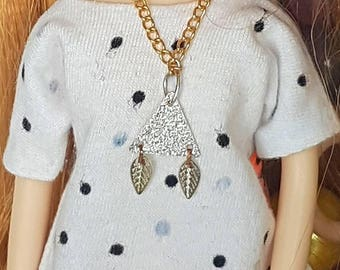 Blythe outfit - doll- barbie- necklace Pomipomari