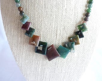 Vintage Agate Stone Beaded Necklace Green and Burgundy
