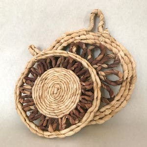 Pair of Natural pot holders. Mexican pot holders. Natural fiber pot holders. Rustic pot holder. Handcrafted pot holder. Corn leaf pot holder