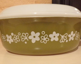 Crazy Daisy Pyrex Casserole Dish with Lid