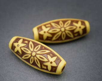 2 pcs - yellow brown carved Lucite beads, tube, oval, ethnic, vintage, rustic • 28mm