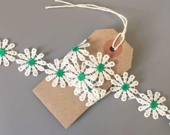 White 25mm Daisy Chain Ribbon 1 Yard / Floral Flower Trim / Wedding Textiles Crafts Sewing Dressmaking