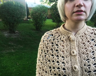 Boho Fringe Poncho // Vintage Crochet Cape // 1970s Tan Cape Coat // Novelty Hippie Button Up Poncho