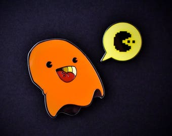 PARANORMAL PACTIVITY: CLYDE set of 2 enamel pins