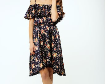 Flowered boho dress with ruffles and pompoms