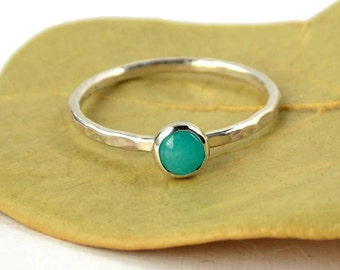Amazonite Hammered Band Stacking Ring – 925 Sterling Silver Stacking Ring with 4mm Blue Green Cabochon Stone – Stackable Ring Gift For Her
