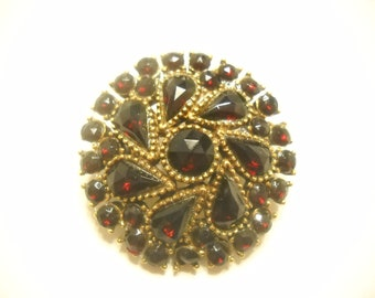 Vintage RUBY RED  Foil Back CRYSTALS, Gold Tone Brooch---Gorgeous (1482)