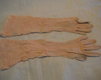 Women's vintage 1920s 1930s Grewen's Gloves Co elbow length peach mesh gloves size 5