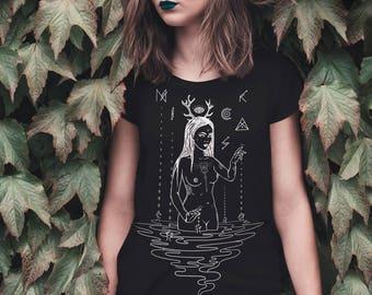 Nicksa ~ Women T-shirt ~ Black