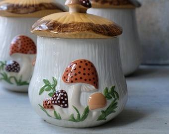 Small Tea Canister Mushroom 1970s, Hand Made Ceramic Mushroom Jar, Retro Kitchen Decor, Kitschy Kitchen Decor, 1970s Kitchen Arnel