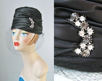 Satin Turban Hat / Vtg 50s / Black Folded Satin Turban Hat with Veil and Rhinestone Pin / Black Stain Toque